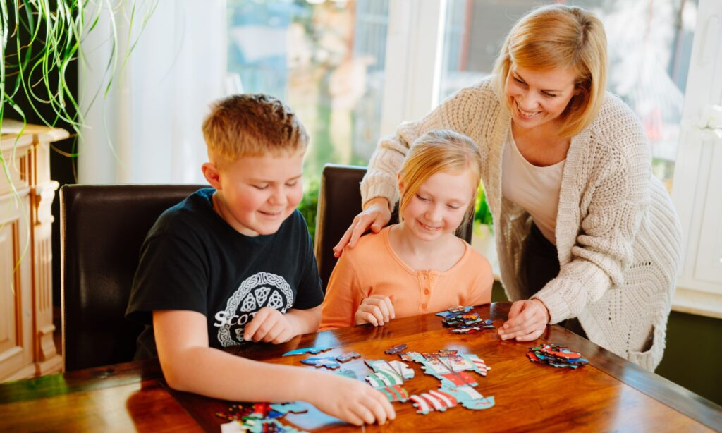 Kinder spielen Fragmentis