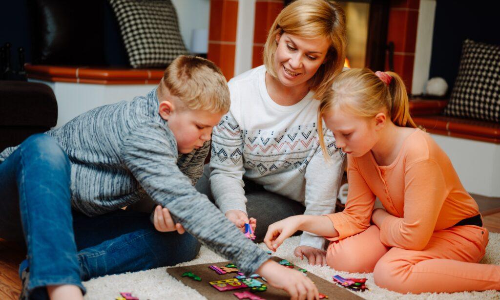 Villa Bäumchen Kinder spielen Fragmentis
