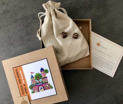 Puzzle- und Würfelspiel aus Holz für Kinder von Fragmentis Villa Bäumchen Karton